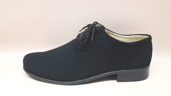 Czarne buty komunijne dla chłopca