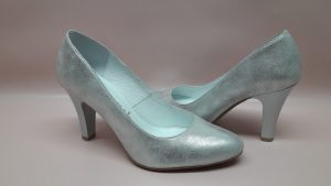 182 Srebrne buty ślubne na niskim obcasie